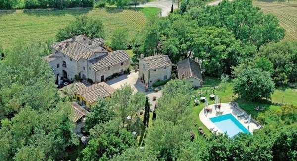 Win a Week in a Beautiful Tuscan Villa for You and 7 Guests!